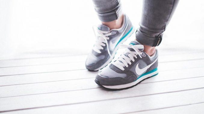 sports shoes a857e 74839 Promocje na buty Nike – jak kupić taniej markowe Nike
